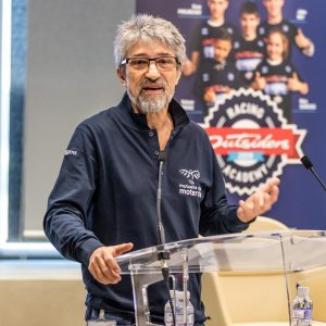 photo-2-outsiders-yamaha-racing-2019